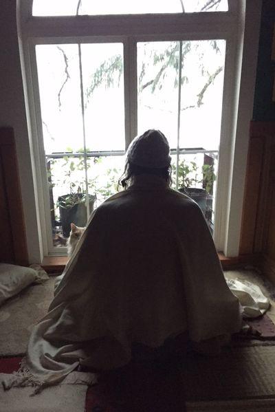 1536953511309_Swamimeditatingonasnowymorning.jpg