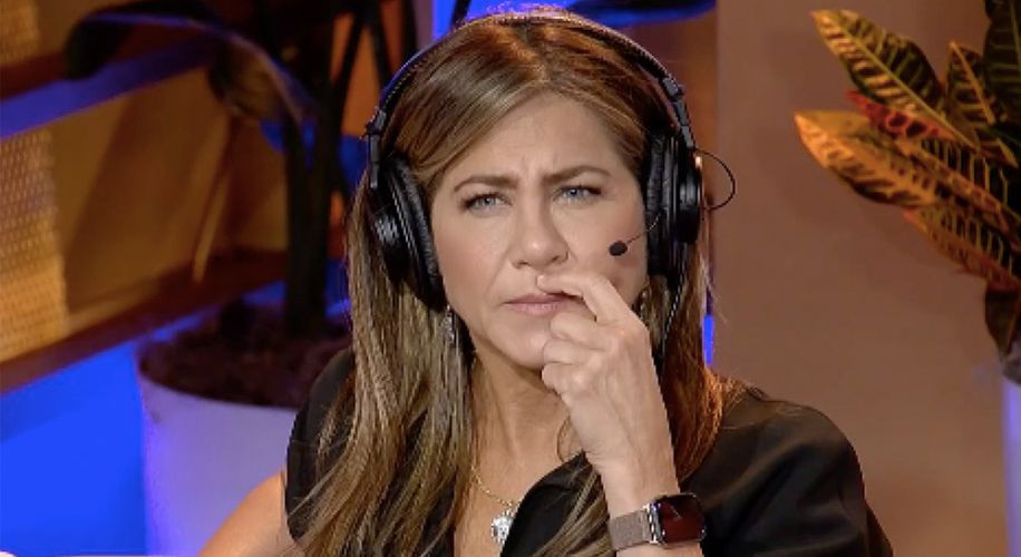 Watch Jennifer Aniston Give First-Time Smoking Advice on Howard Stern